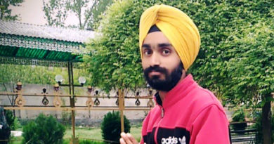 Humanity Restored: 20 Year old Sikh gentleman Removes Turban to Save Hurt Muslim Woman