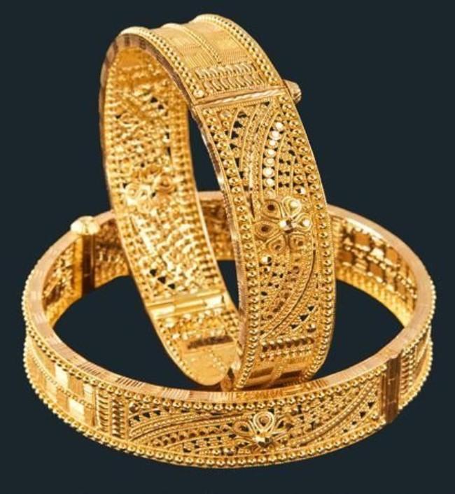 Traditional gold Bengali bangle